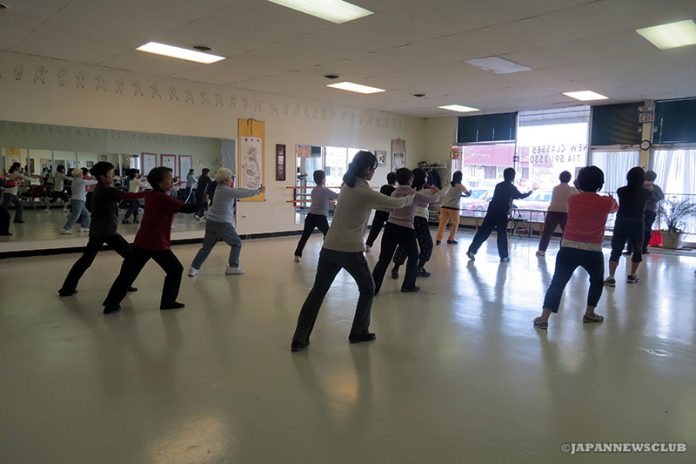 <!--:en-->Japanese Women Experience Taichi Class<!--:--><!--:ja-->日本人女性たちが太極拳&気功体験クラスに挑戦<!--:--> 5