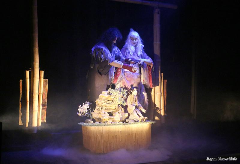 デトロイトの歴史ある人形劇場の 演目に日本の民話 『鶴の恩返し』 1