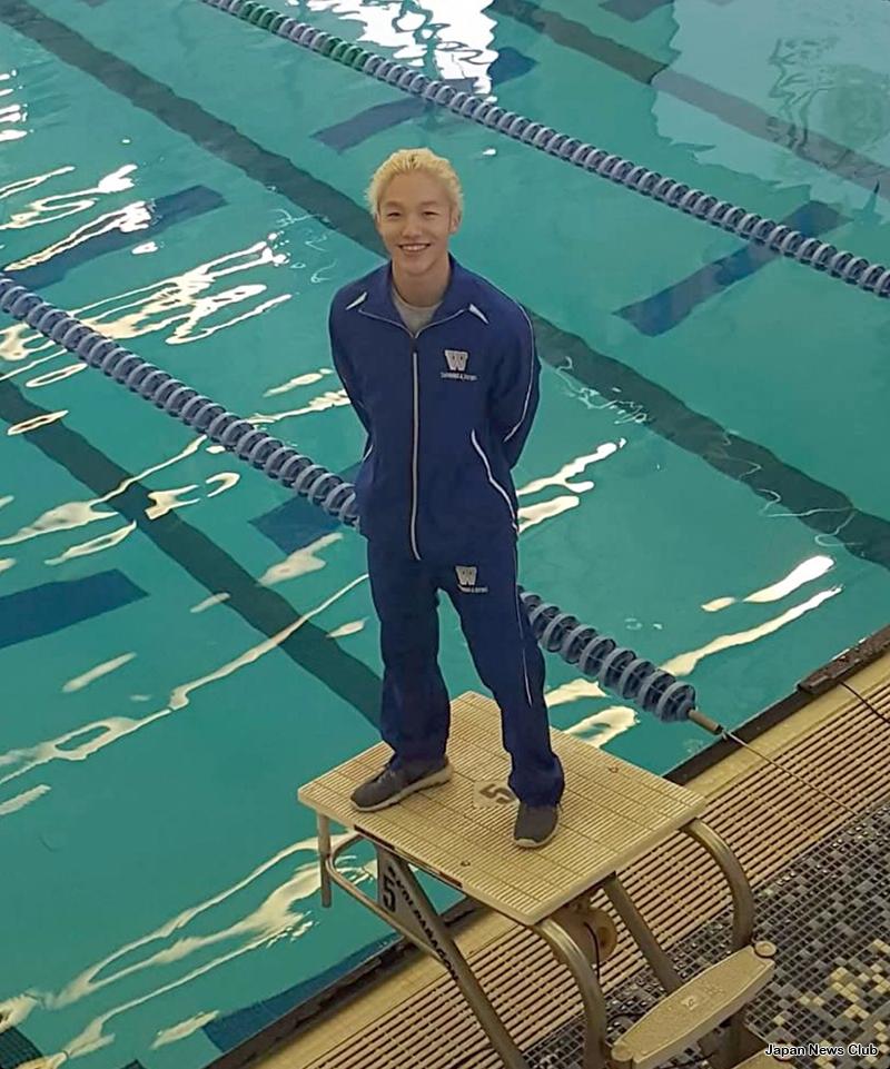 現地ハイスクールの水泳チームで活躍している日本人の男子生徒がいる。 1