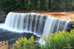 800px-Tahquamenon_falls_upper